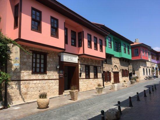Kaucuk Hotel: Aussenansicht