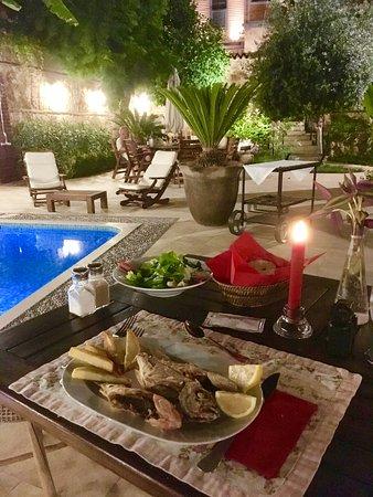 Kaucuk Hotel: Auf Wunsch-gegrillter Fisch