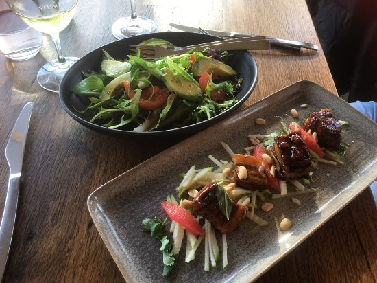 Moorooduc, Australia: Great Fusion Pork dish and refreshing salad