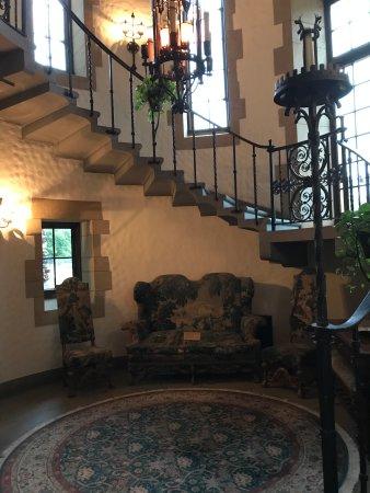Graylyn Estate: Hallway