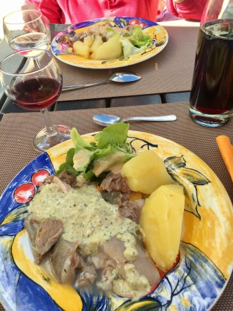 Restaurant auberge de l 39 auxance dans migne auxances avec for Auberge des 7 plats