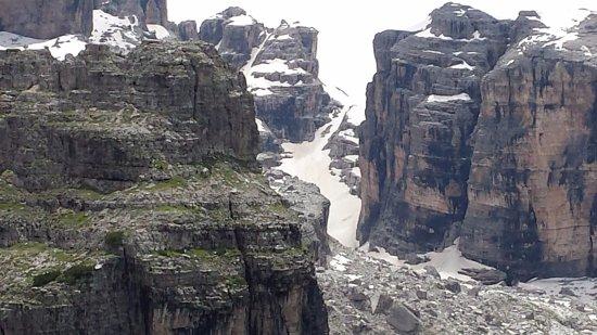 Susa Valley, Italy: Canalini innevati nelle Dolomiti di Brenta