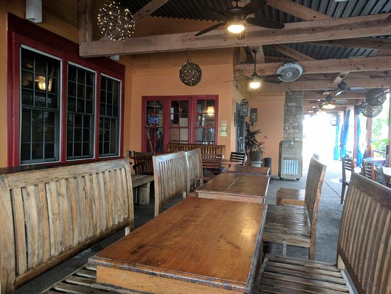 Neptune Beach, FL: outside tables are a great way to enjoy great food
