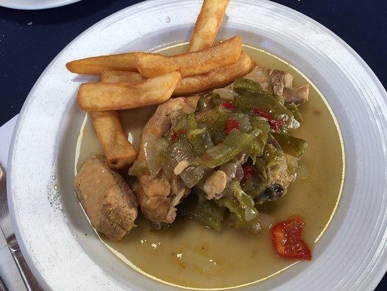 El Pueyo de Jaca, Spanien: Comida casera, trato cordial y lugar tranquilo para comer junto la gente del pueblo