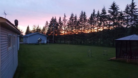 Lavigne, Canada : play area behind cottages