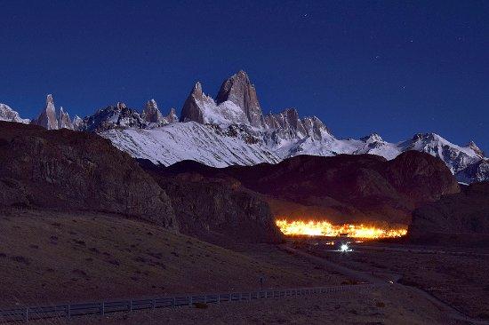 Road to El Chalten : Luna piena dalla strada per EL Chaltèn