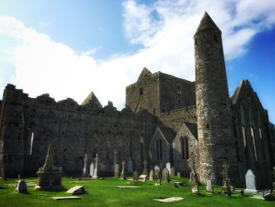 Rock of Cashel : Out side view