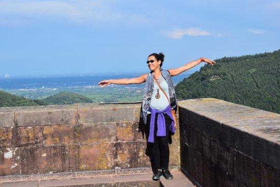 Annweiler am Trifels, Niemcy: Aqui é o cumi do castelo, uma vista maravilhosa.