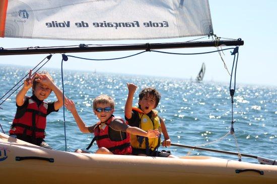 Morbihan, Frankrike: Club Nautique du Rohu - Victoire pour ces mousses en Funboat !