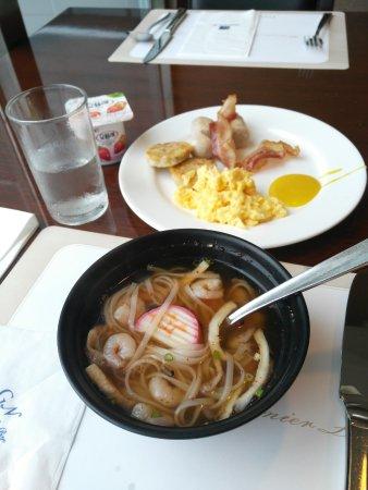 Best Western Premier Gangnam: Enjoying breakfast