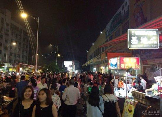 Dongguan, Chine : 如果不知道在哪,請問街邊的人怎樣進去