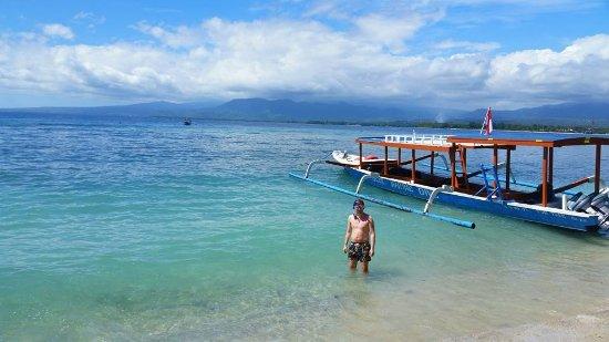 Gili Air, Indonesia: stranden vid hotellet