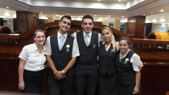 Mitsis Grand Hotel Beach Hotel: Donna with the reception team