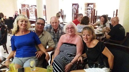 Mitsis Grand Hotel Beach Hotel: Friends we met on holiday