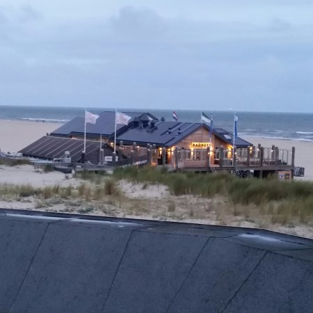 Vlieland, Países Bajos: At the foot of the dunes
