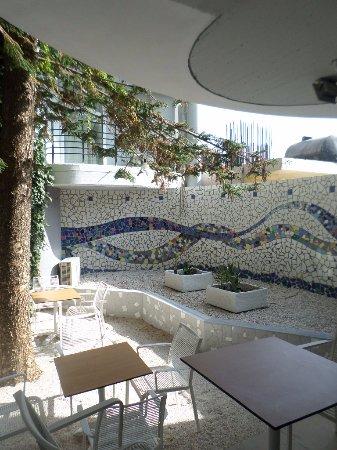 Alia Beach Hotel: beautifull space