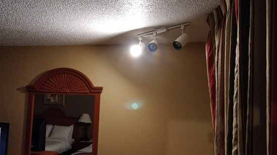 Sidney, NE: Only one of three bulbs even worked.