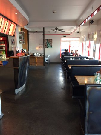 Keflavik, Islandia: A smaller version of what would be the local diner back in the states.