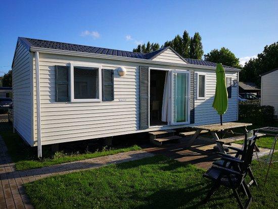 Jabbeke, Belgia: Zona relax delante de cada cabaña