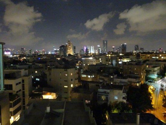 Mercure Tel-Aviv City Center: 部屋から見た夜景です。