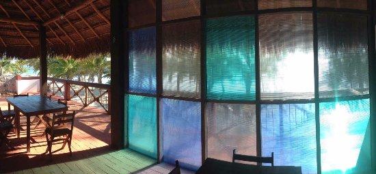 Xcalak Caribe: Restaurante bajo la palapa