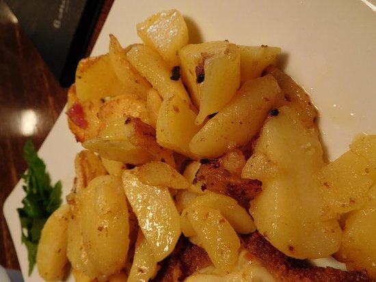 Lauenau, Germany: Bratkartoffeln zum Schnitzel