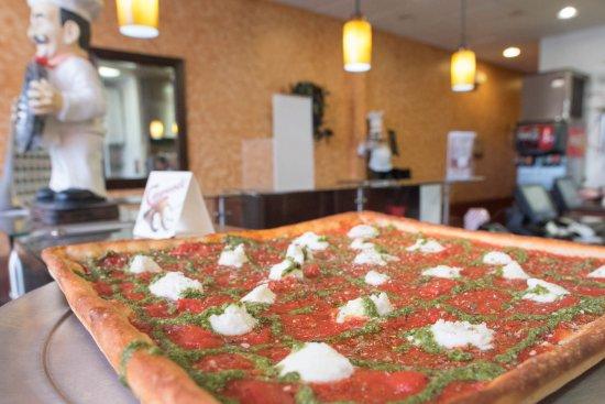 Mount Joy, PA: Di Maria's Pizza & Italian Kitchen - Grandma's Pizza