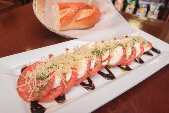 Mount Joy, PA: Di Maria's Pizza & Italian Kitchen - Caprese Salad