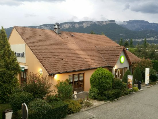 Moirans, France: The hotel from the 1st floor balcony