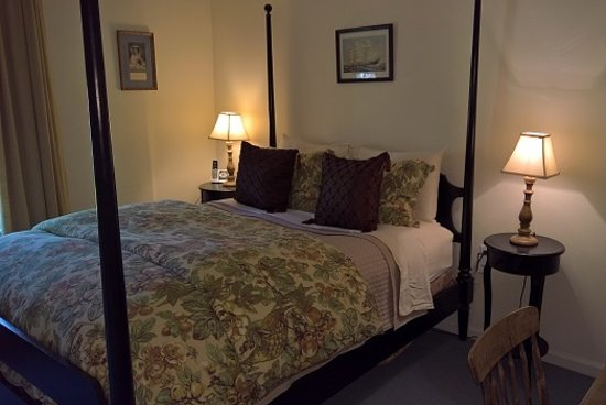 Cornwall Bridge, CT: North Queen Bedroom