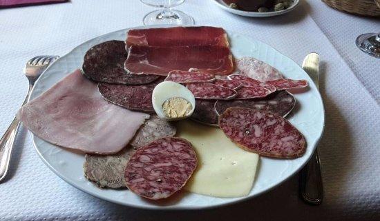 Meranges, Spanje: Belle assiette de charcuterie