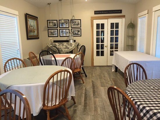 Salem, IN: Gathering Room seats up to 30