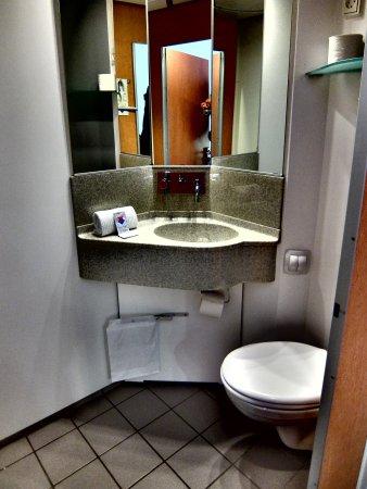 Cabinn City Hotel Tiny Wet Room