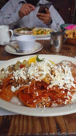 Tapanco: Chilaquiles salsa roja