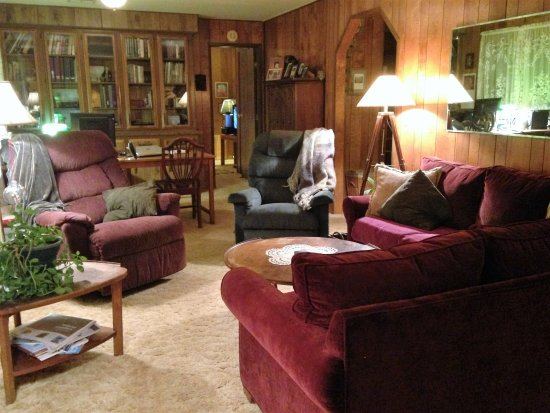 Middletown, Californien: Living Room and Office in the Main House