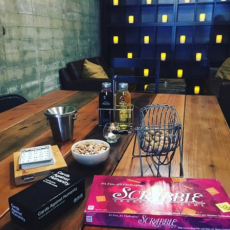 Healdsburg, Kaliforniya: Relax in our back room and fire up some Cards Against Humanity.