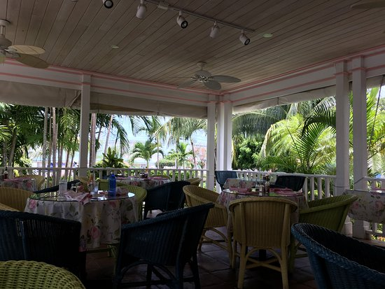 Wally's Restaurant: La terrasse