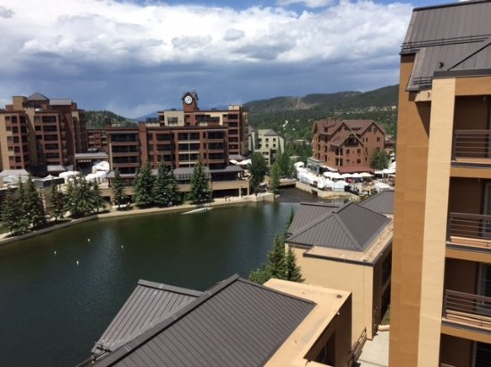Marriott's Mountain Valley Lodge at Breckenridge: View towrds downtown from our studio apartment