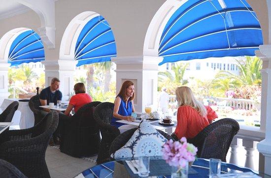 Pembroke Parish, Bermuda: Front Porch Dining