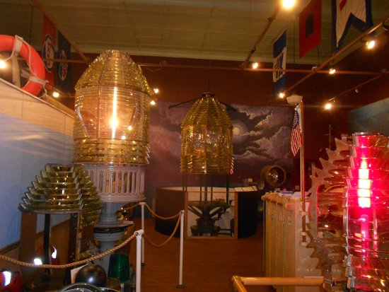 Marquette Maritime Museum: Other Fresnel lenses-I was so enchanted!!
