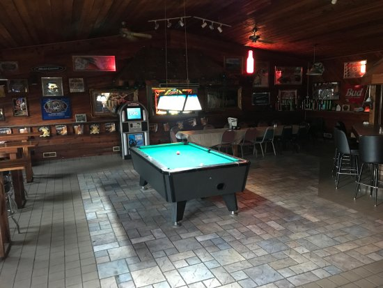 North Manchester, IN: Bar room decor, some video games, lots of TV's