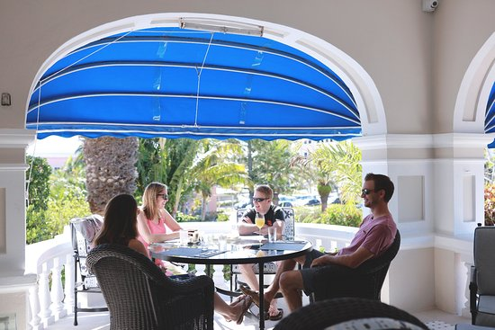 Pembroke Parish, Bermuda: Lunch on the front Porch