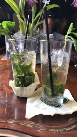 Darrow, LA: Mint julep time