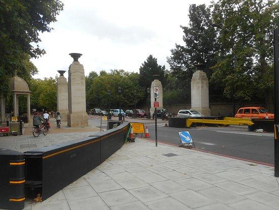 The Memorial Gates: vue