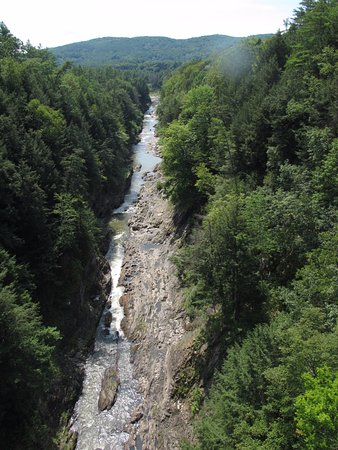 Quechee, VT: Magnificent view looking down gorge from the Rt 4 bridge