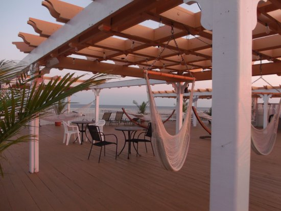 Aqua Beach Resort: 5th floor deck