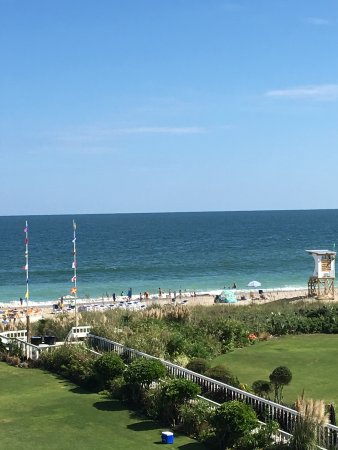 Blockade Runner Beach Resort: View of Wrightsville Beach from our balcony