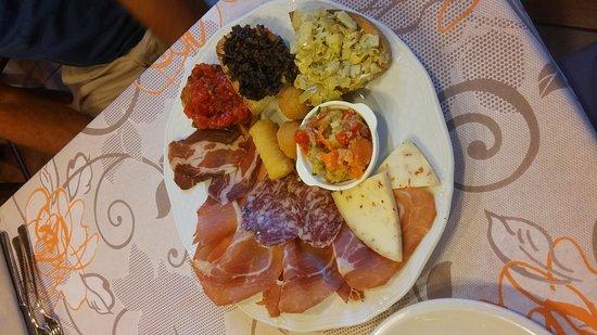 Ristorante ristorante la tavola rotonda in perugia con cucina italiana - La tavola rotonda assisi ...