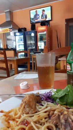 Montenegro, RS: Bufet a quilo com comida caseira e saborosa.