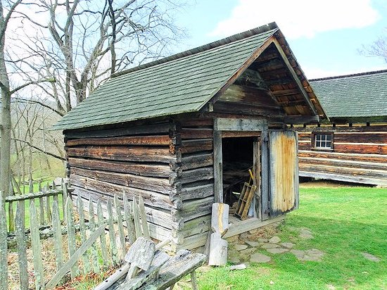Weaverville, Carolina do Norte: corn crib